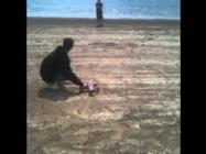 Това е Цветан Цанов който бе убит брутално на 23 08 2011.Запознайте се с него и хобито му да лети.Запалването на двигателя му отне над 2 часа но не се отказа и полетя.Чуйте какво казва след като самолета се разби това е той малкия голям мъж.
